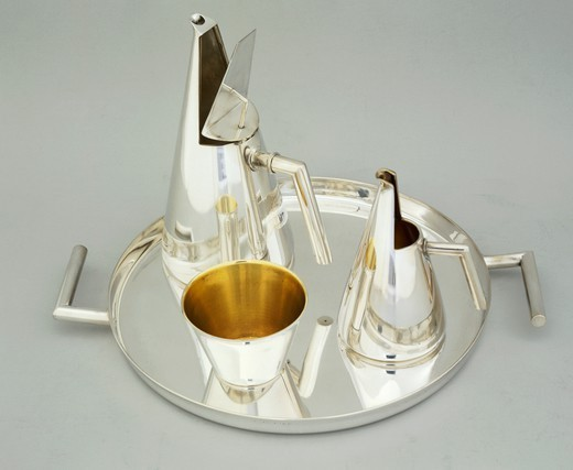 Silversmith's Art, Italy 20th century. Silver coffee-service, tete a tete model. Designer Eros Genazzi for the 9th Milan Triennial, 1951. : Stock Photo