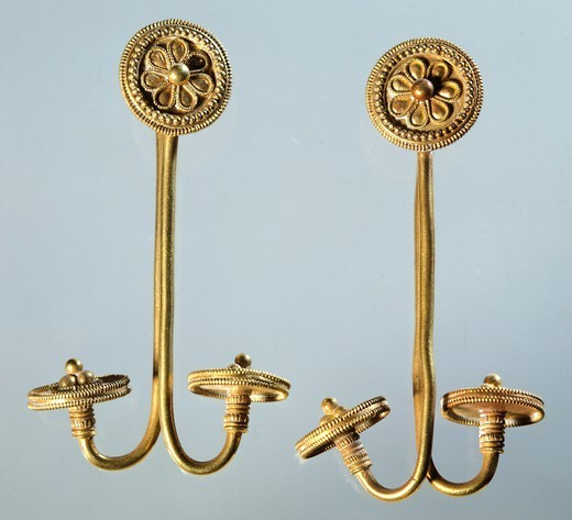 Gold earrings from Kamiros, Rhodes (Greece). Goldsmith art, Greek Civilization, 8th-7th Century BC. : Stock Photo