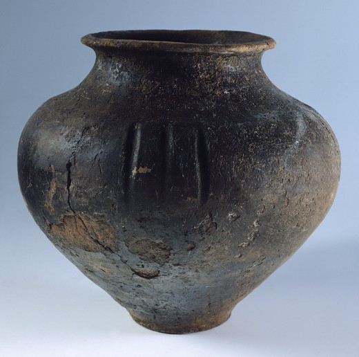 Decorated olla (pot), Ucraina. Cimmerian Civilization, 10th-8th Century BC. : Stock Photo