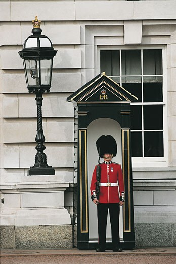 Stock Photo: 1788-6743 Guard standing at the gate, Buckingham Palace, London, England