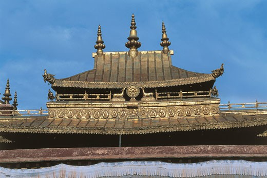 China - Tibet - Lhasa. Gilt roof in the Jokhang Temple (UNESCO World Heritage List, 1994) : Stock Photo