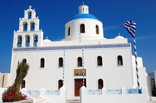 Stock Photo: 1792-100048 Greece, Santorin island, Oia Ia on the cliff, white house, white church with blue dome, typically Cycladic, Caldeira