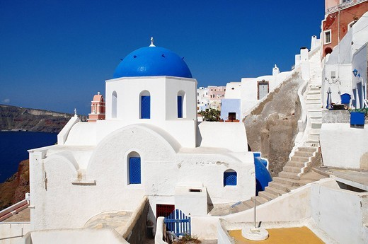 Stock Photo: 1792-100049 Greece, Santorin island, Oia Ia on the cliff, white house, white church with blue dome, typically Cycladic, Caldeira