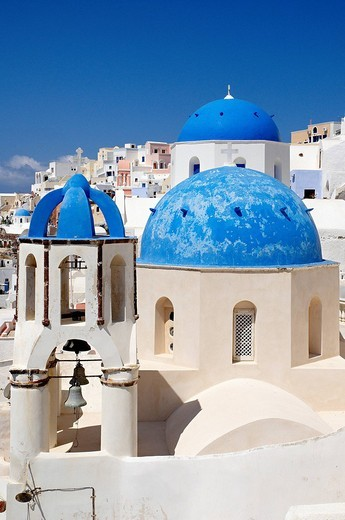 Stock Photo: 1792-100055 Greece, Santorin island, Oia Ia on the cliff, white house, white church with blue dome, typically Cycladic, Caldeira