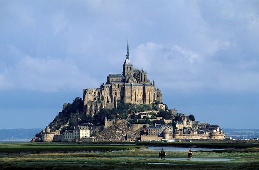 Stock Photo: 1792-101587 France, Manche, Saint Michel de Montjoie area, riders in front of the Mont Saint Michel listed as World Heritage by UNESCO