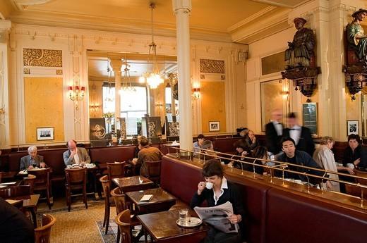 France, Paris, Saint Germain des Pres District, Les Deux Magots Cafe : Stock Photo