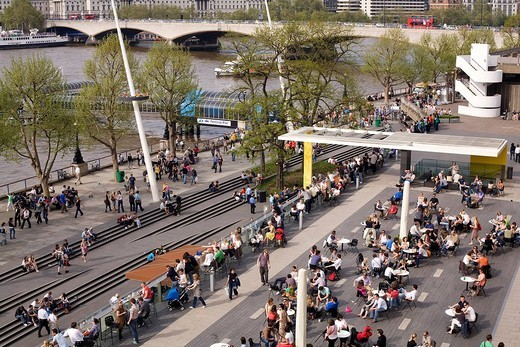 Stock Photo: 1792-104431 United Kingdom, London, South Bank district, square of Southbank centre with Waterloo Bridge in the background