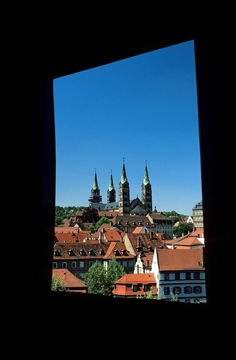 Stock Photo: 1792-106113 Allemagne, Bavaria, Upper Franconia, Bamberg, listed as World Heritage by Unesco, view on the old town roofs and Gothic Cathedral in the background