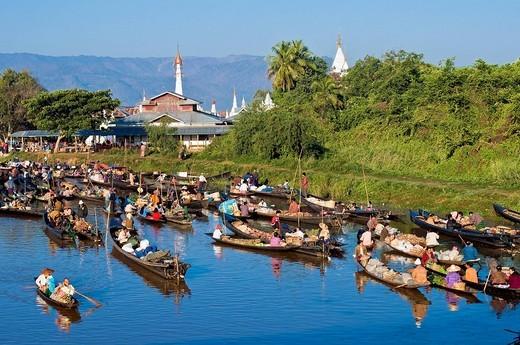 Myanmar Burma, Shan State, Inle Lake, village of Ywama, the floating market : Stock Photo