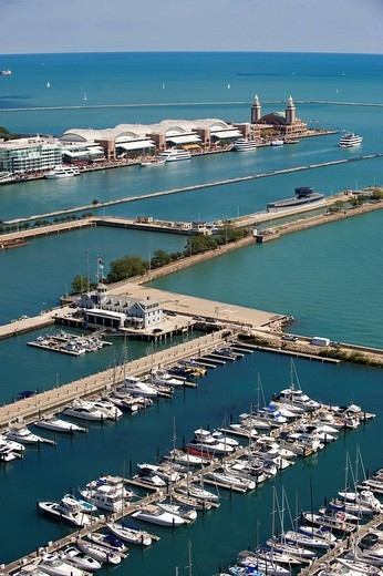 United States, Illinois, Chicago, Michigan Lake, the marina and the Navy Pier : Stock Photo