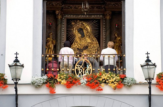 Lithuania Baltic States, Vilnius, historical center, listed as World Heritage by UNESCO, Ausros Vartai Gatve Gate of Dawn, Omstrabramska Chapel houses a Miraculous Virgin icon : Stock Photo
