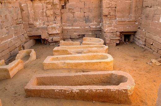 Egypt, Upper Egypt, Libyan Desert, Dakhla Oasis, Bashandi, sarcophagus : Stock Photo