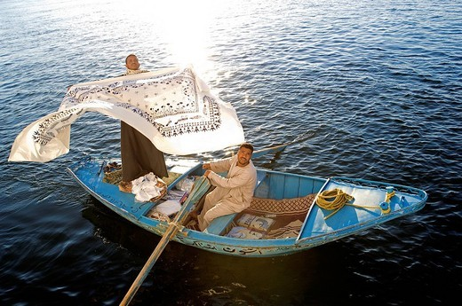 Egypt, Upper Egypt, Nile Valley, Esna, floating market near the lock during the waiting for cruise ships : Stock Photo