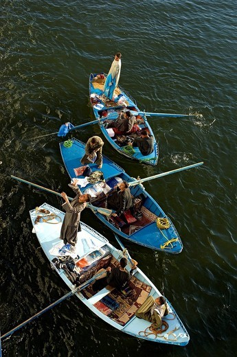 Stock Photo: 1792-108948 Egypt, Upper Egypt, Nile Valley, Esna, floating market near the lock during the waiting for cruise ships