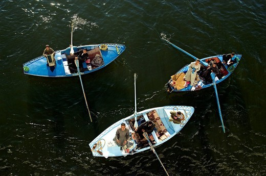Stock Photo: 1792-108949 Egypt, Upper Egypt, Nile Valley, Esna, floating market near the lock during the waiting for cruise ships