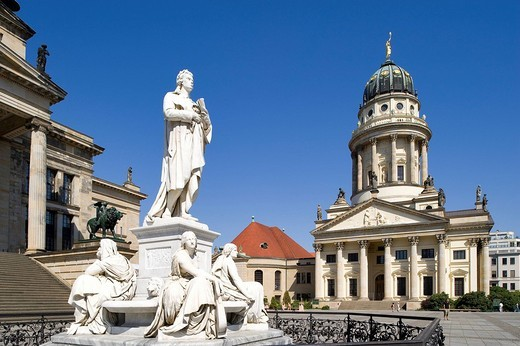 Germany, Berlin, Gendarmenmarkt, French church built between 1701 and 1705 by architects Louis Gayard and Abraham Quesnay and the marble statue of Schiller : Stock Photo
