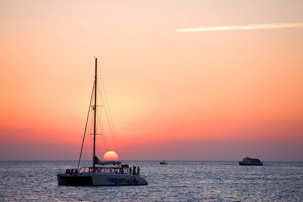 Stock Photo: 1792-109696 Spain, Balearic Islands, Ibiza island, Sant Antoni, sunset in front of the Cafe del Mar