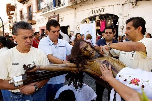 Mexico, Guerrero state, Taxco, Nuestro Senor Jesus religious procession, organized by the city confraternities : Stock Photo
