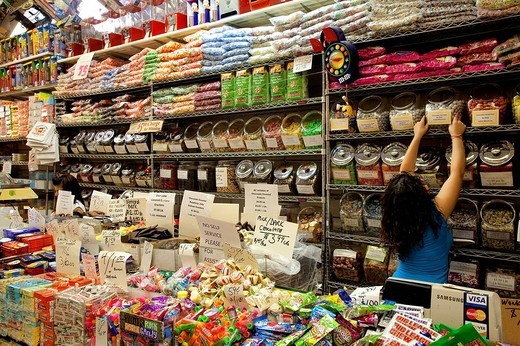 Stock Photo: 1792-113299 United States, New York City, Manhattan, Lower East Side, Rivington Street, Economy Candy shop