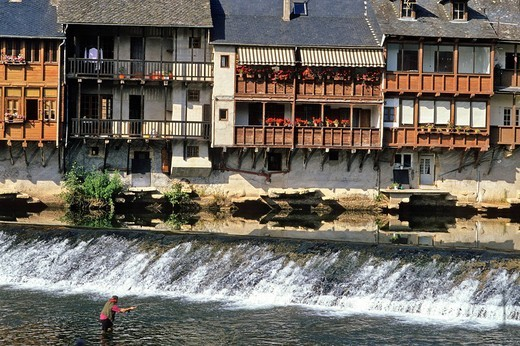 Stock Photo: 1792-113386 France, Aveyron, Espalion, village on the Lot river bank