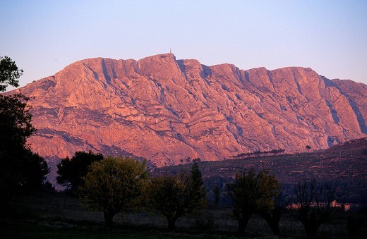 France, Bouches du Rhone, Pays d´Aix, Montagne Sainte Victoire : Stock Photo
