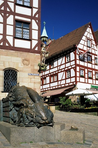 Stock Photo: 1792-114998 Germany, Bavaria, Upper Franconia Region, Nuremberg, sculpture in Tiergartnertor Square, Durer´s home and museum in the background