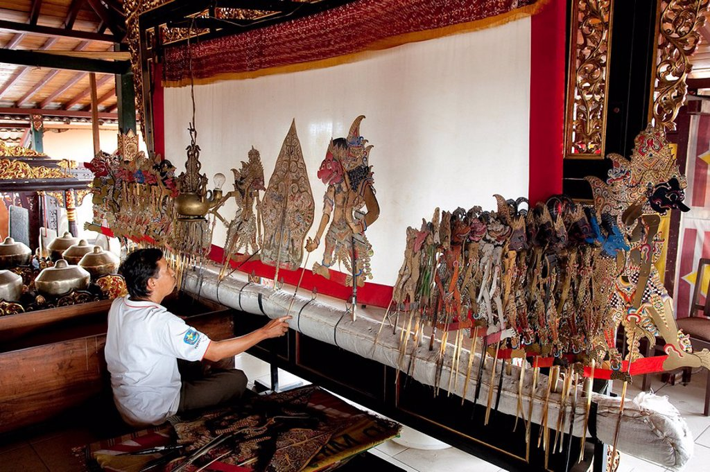 Stock Photo: 1792-115222 Indonesia, Java, Shadow Theatre, puppet show wayang kulit buffalo leather