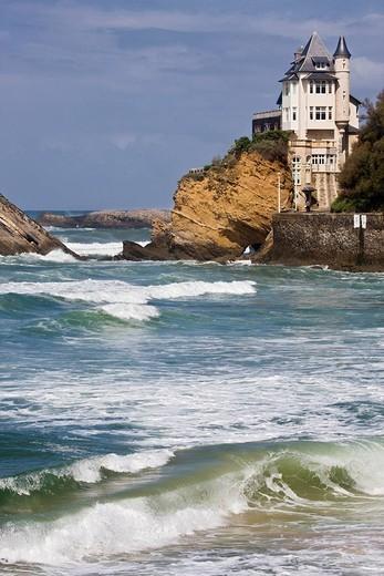France, Pyrenees Atlantiques, Biarritz, La Villa Belza and ocean at the Plage de la Cote des Basques Beach : Stock Photo