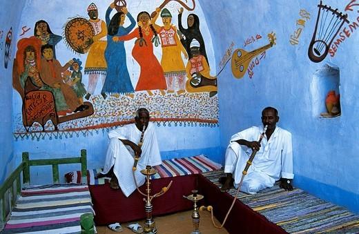 Egypt, Upper Egypt, Nile Valley, Nubian village near Aswan, Nubian men smoking chicha : Stock Photo