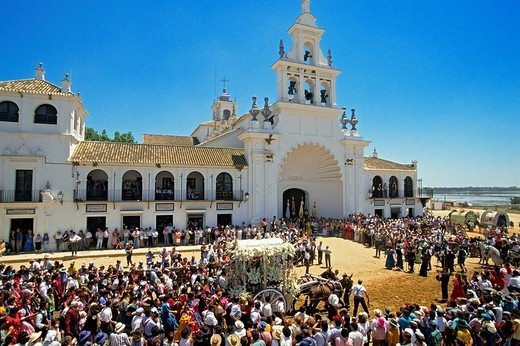 Spain, Andalusia, Huelva Perovince, El Rocio pilgrimage Pentecost, most important pilgrimage in Spain, the arrival of the pilgrims at the sanctuary of the Vierge del Rocio procession : Stock Photo