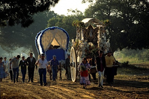 Spain, Andalusia, Huelva Perovince, El Rocio pilgrimage Pentecost, most important pilgrimage in Spain, the arrival of the horses_drawns of the Hermandad brotherhood from the Triana district of Sevilla : Stock Photo