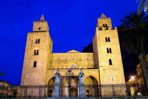 Italy, Sicily, Cefalu, Piazza del Duomo Cathedral Square with the Cathedral : Stock Photo