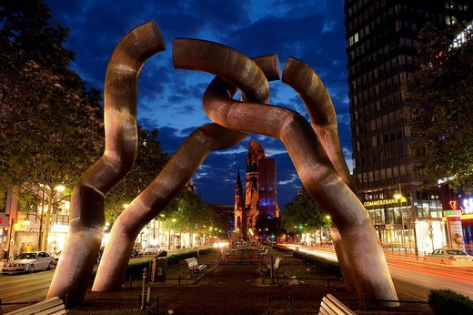 Germany, Berlin, Charlottenbourg District, sculpture symbolizing the reunification of the city, Kaiser Wilhelm Gedachtniskirche Kaiser Wilhelm Memorial Church in the background : Stock Photo