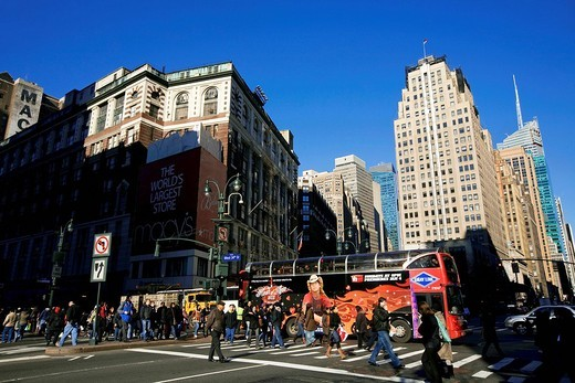 Stock Photo: 1792-123081 United States, New York City, Manhattan, Midtown, at the level of 34th street, Herald square in front of Macy´s shop on 6th Avenue