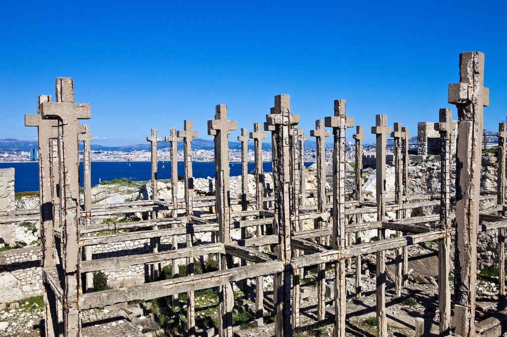 France, Bouches du Rhone, Marseille, Frioul islands, Ratonneau island, Croix Ratonneau, field of crosses at the center of the ruins of a fort built in the 16th century : Stock Photo