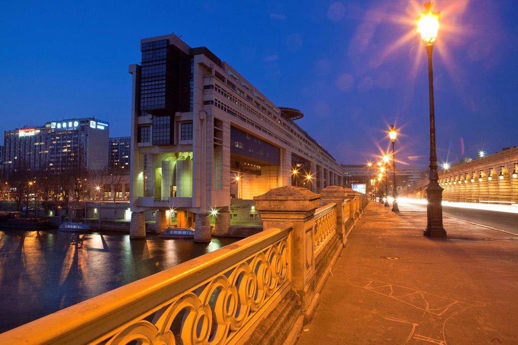 France, Paris, Quai de la Rapee, the Ministry of Economy and Finance or Bercy by the architects Borja Huidobro and Paul Chemetov : Stock Photo