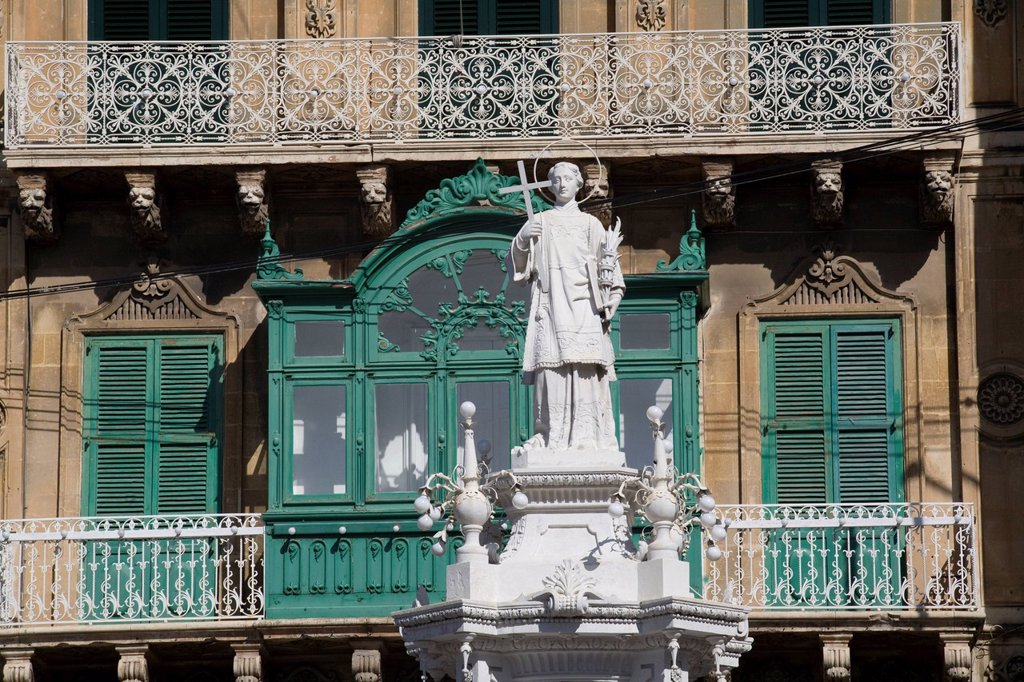 Malta, the Three Cities, Vittoriosa, statue in front of the building of the St Lawrence Band Club Vittoriosa : Stock Photo