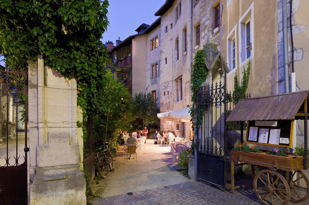 Stock Photo: 1792-129087 France, Savoie, Chambery, the old town, restaurant in Place de la Metropole