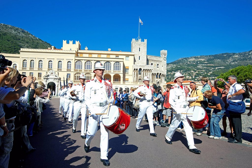 Principality of Monaco, Monaco, the Carabinieri Corps of HSH Prince, the changing of the guard in place of the royal palace : Stock Photo