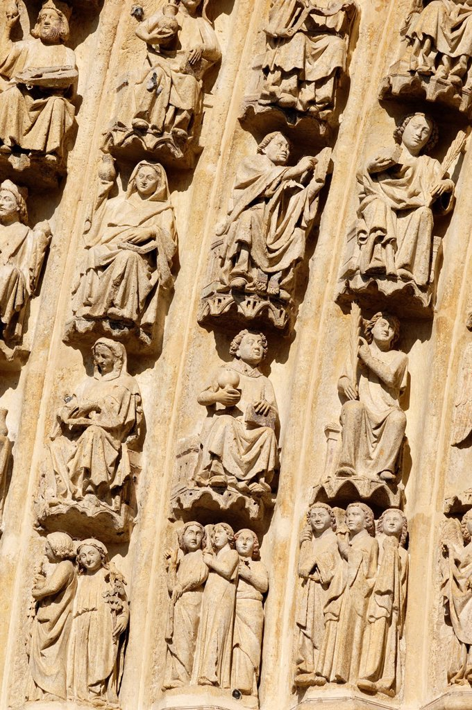 France, Somme, Amiens, Notre Dame d´Amiens Cathedral, listed as World Heritage by UNESCO, details of the statues of the left arch of the portal of Judgement day : Stock Photo