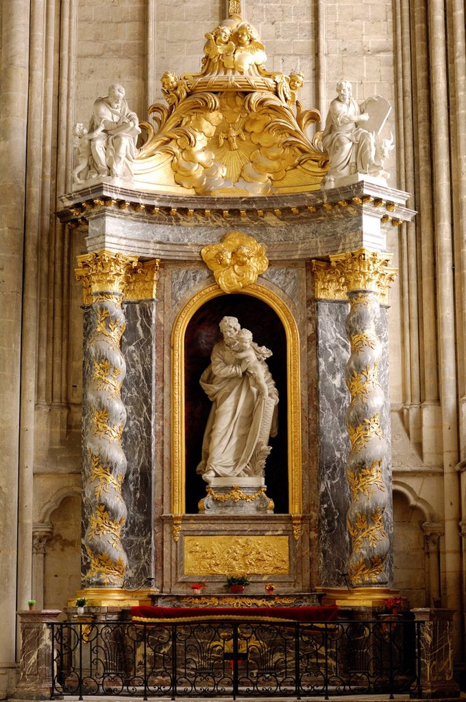 France, Somme, Amiens, Notre Dame d´Amiens Cathedral, listed as World Heritage by UNESCO, Baroque altarpiece above the altar in the chapel of St. Joseph in the center with the statue of Saint Joseph : Stock Photo