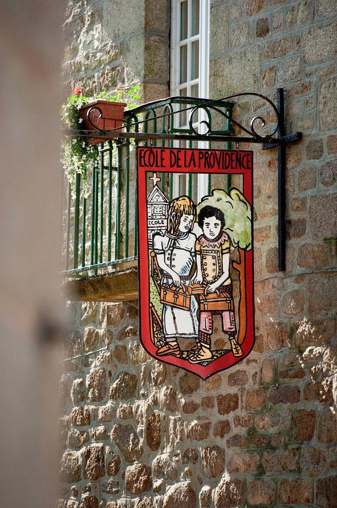 France, Cotes d´Armor, Moncontour de Bretagne, labelled Les Plus Beaux Villages de France The Most Beautiful Villages of France, sign of school : Stock Photo