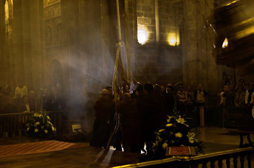 Stock Photo: 1792-135070 Spain, Galicia, Santiago de Compostela, listed as World Heritage by UNESCO, ceremony of the giant incense burner, or botafumeiro, to purify the cathedral, during Easter festival