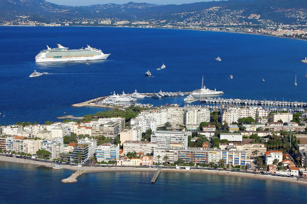 Stock Photo: 1792-135375 France, Alpes Maritimes, Cannes, Cap de la Croisette, cruise ship in the background aerial view