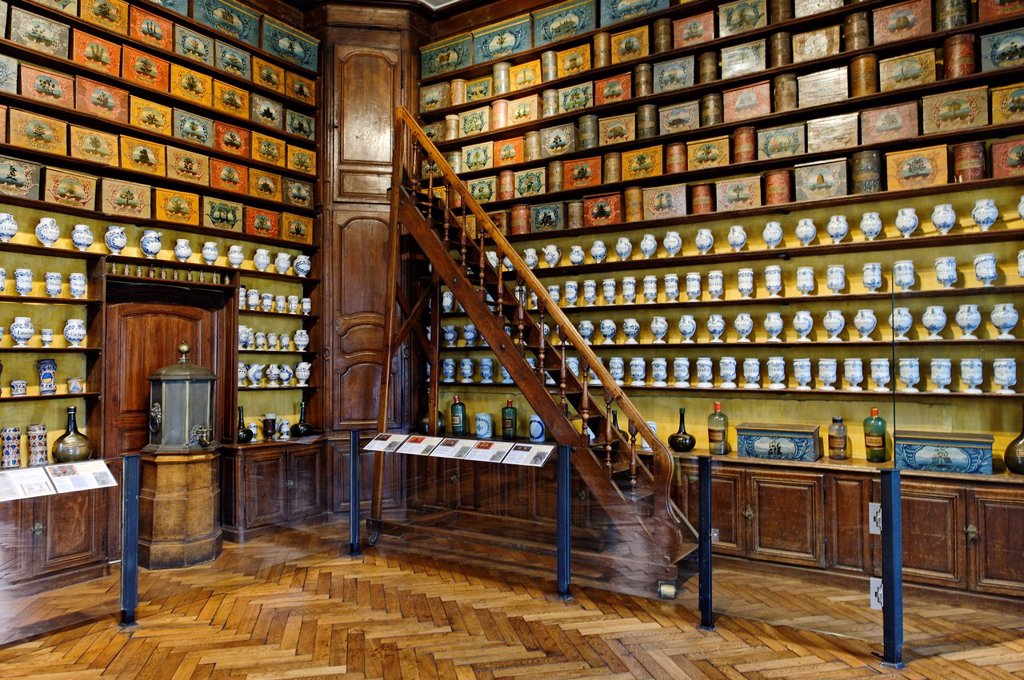 Stock Photo: 1792-136084 France, Aube, Troyes, Hotel Dieu le Comte, former hospital, apothecary, chemist of the 18th century in a room paneled in Louis XVI style, a collection of 320 wooden boxes and tiles that tell the medicine for the old Regime until the last century