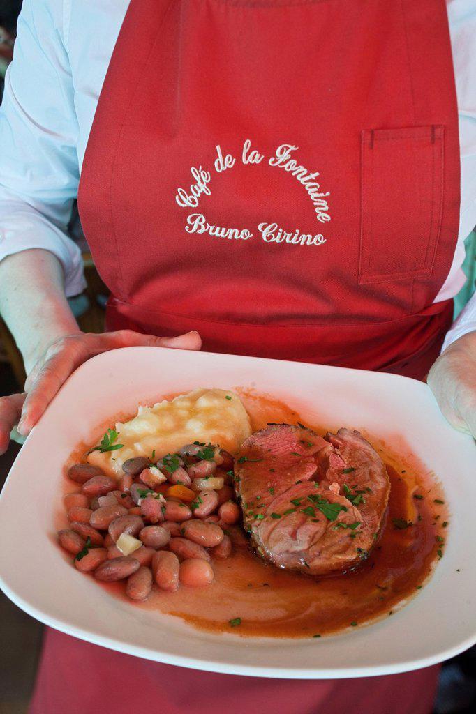 France, Alpes Maritimes, La Turbie, the Fountain Cafe, the Bistro Bruno Cirino, service leg of lamb : Stock Photo
