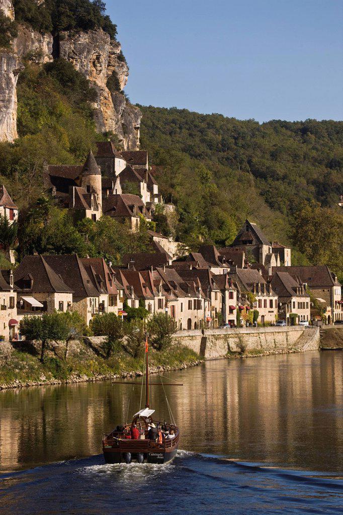 Stock Photo: 1792-136627 France, Dordogne, Dordogne Valley, Perigord Black, La Roque Gageac, the Dordogne valley and the village houses
