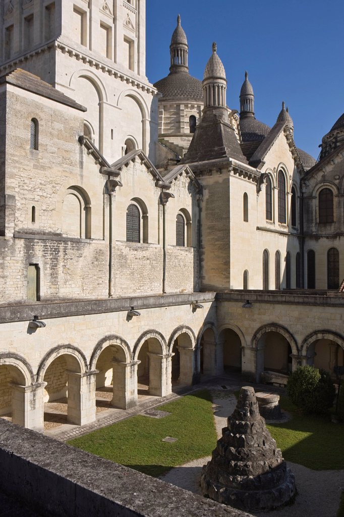 Stock Photo: 1792-136671 France, Dordogne, Perigueux, Cloister of the Cathedral Saint Front, and its domes, step on the road to Compostela, World Heritage site by UNESCO