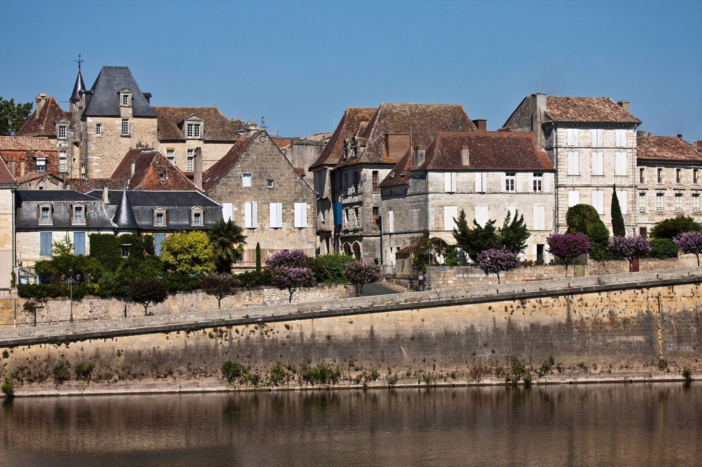 Stock Photo: 1792-136784 France, Dordogne, Bergerac, Bergerac Old and the banks of the Dordogne, the old town overlooking the banks of the Dordogne