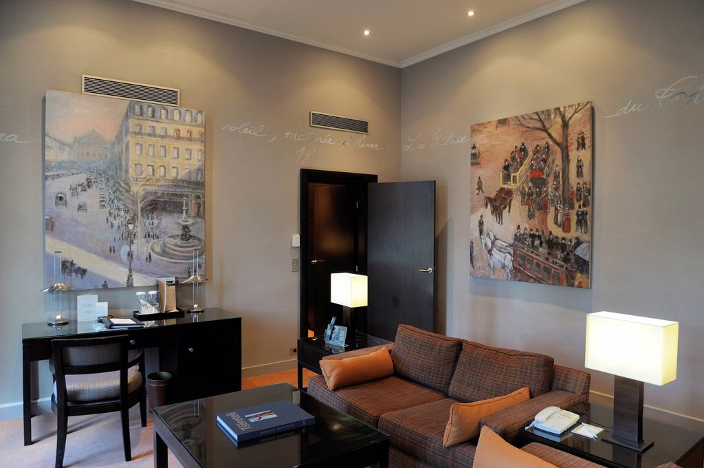 Stock Photo: 1792-137072 France, Paris, The Louvre hotel, the Pissarro suit, a copy of the painting Avenue de l´opera, Place du theatre French he painted from this room